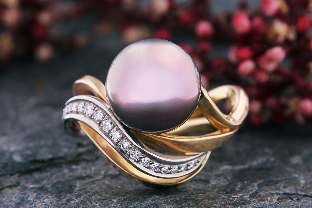Damenring Gelbgold-Weissgold 750, mit Tahiti Perle und 18 Brillanten 0.24ct H si