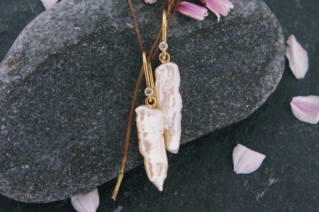 Ohrhänger Gelbgold 750, mit Brillant und Süsswasser Perlen
