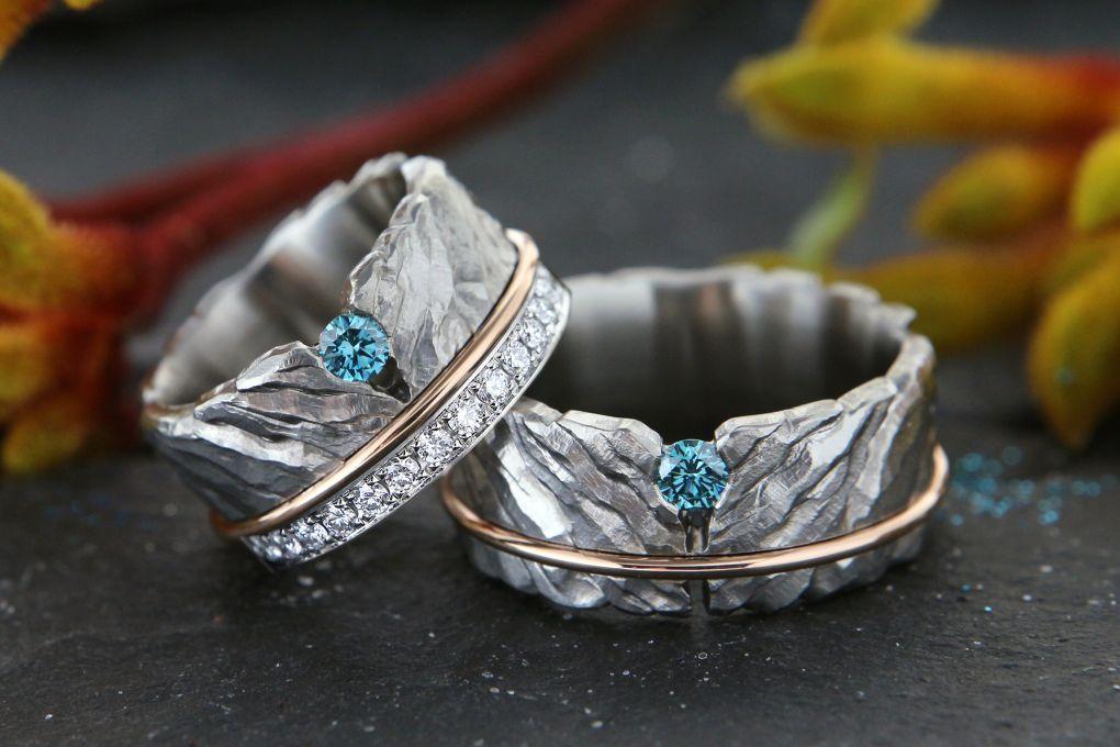 Jubiläumsringe, Rotgold Reifen und Brillant, aus alten Eheringen, in die neuen Ringe eingearbeitet.