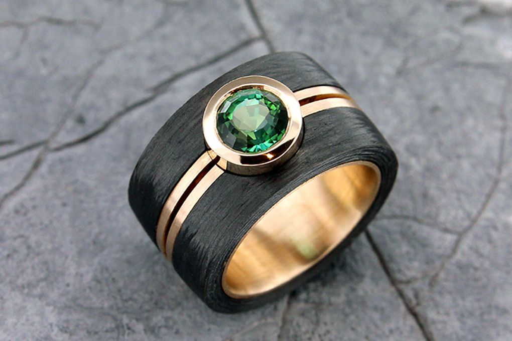 Ring Gelbgold 750/Karbon mit Turmalin