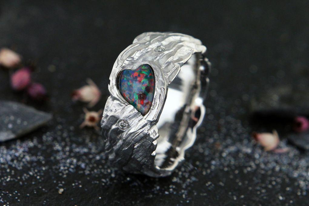 Damenring Weissgold 750, mit Opal Triplette