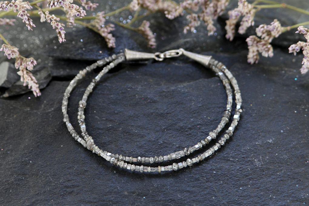 Diamant mit Weissgold Verschluss