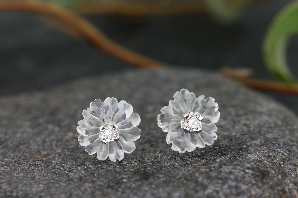 Ohrstecker Weissgold 750, Bergkristall Blüte mit Brillant, 8.0mm Durchmesser