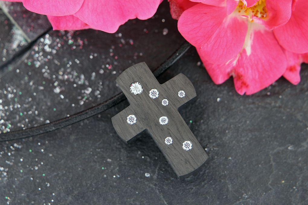 Anhänger, Kreuz in Karbon mit Brillanten