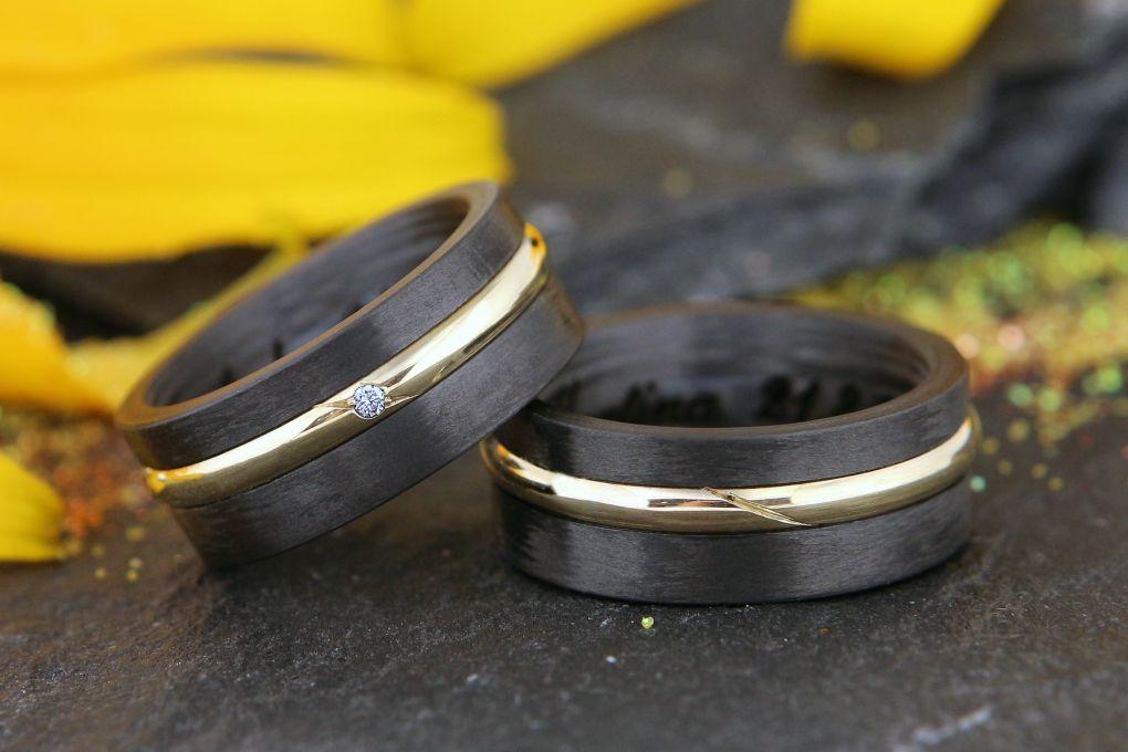Jubiläumsringe Karbon ergänzt Eheringe als Mittelteil verwendet