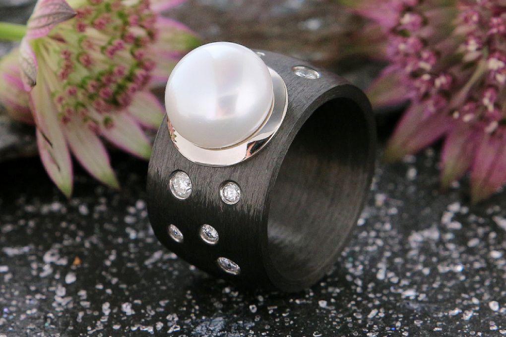 Damenring Gelbold 750-Karbon, mit Brillanten und 1 Süsswasser Perle