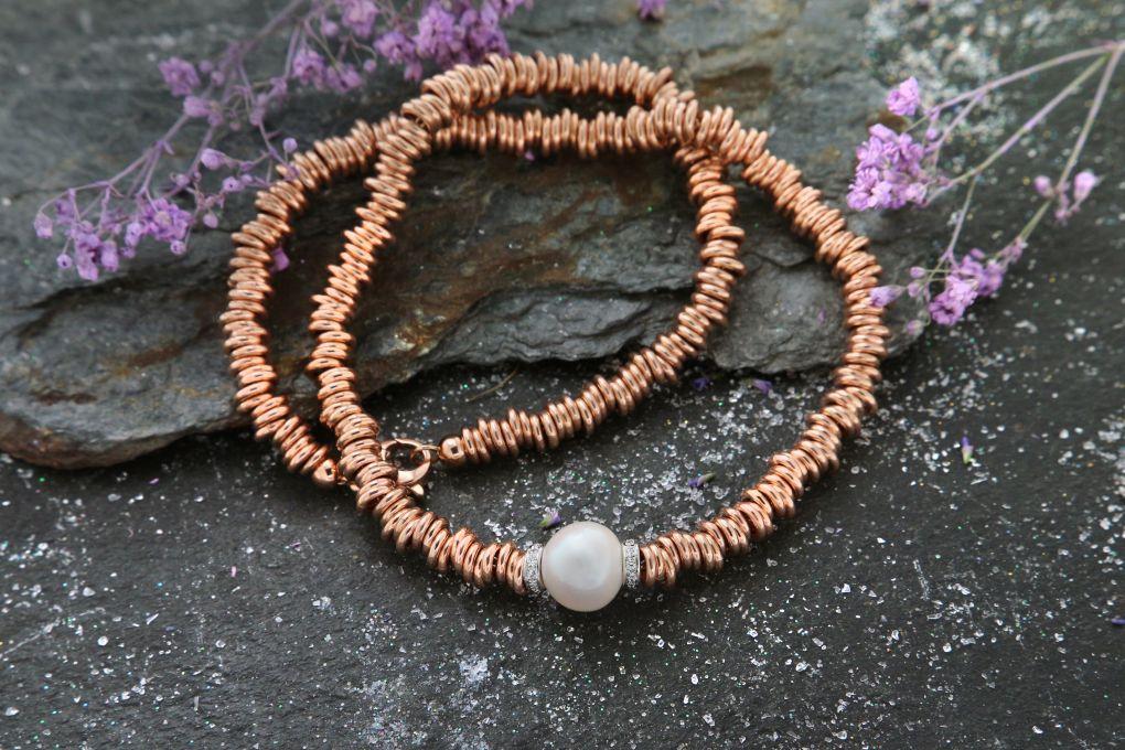 Collier in Rotgold 750, Länge 45.0cm, mit 0.18ct Brillanten, und 1 Süsswasser Perle