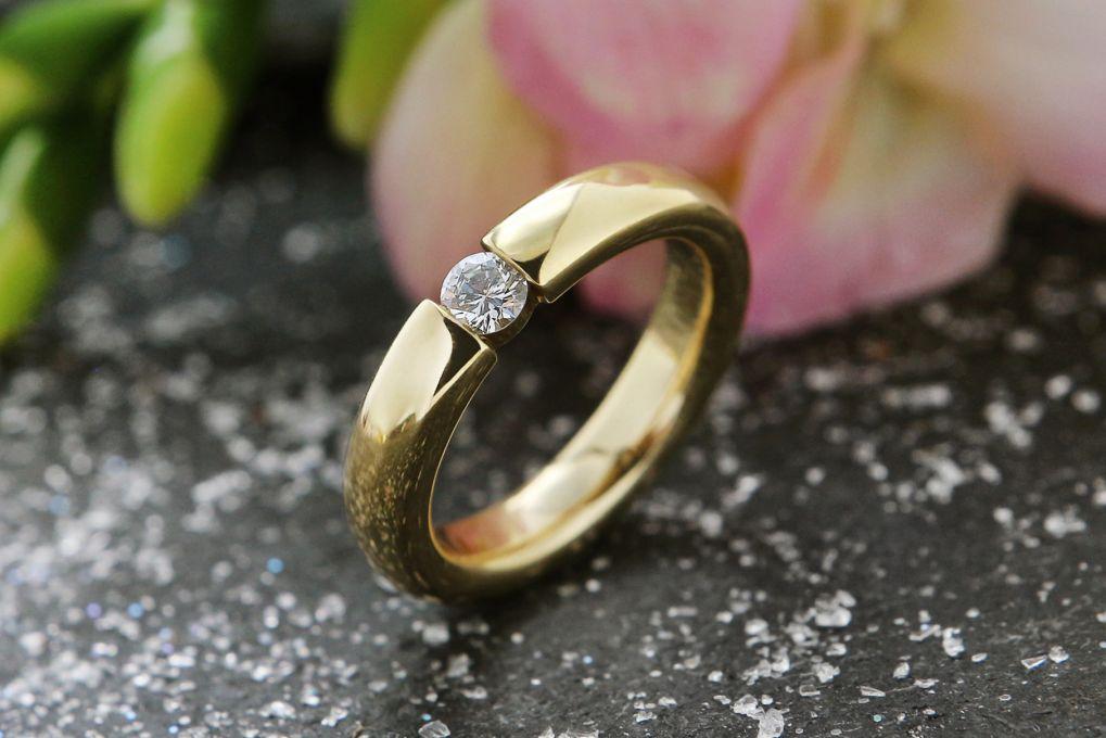 Verlobungsring Gelbgold 750, mit 1 Brillant 0.20ct TW si,