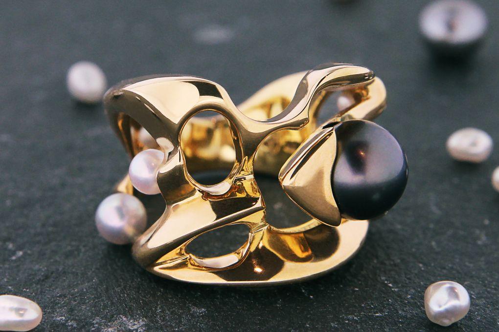 Damenring in Gelbgold 750, mit 3 Süsswasser Perlen