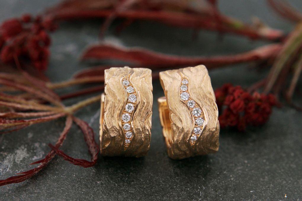 Klappcreolen in Rotgold 750, mit 16 Brillanten 0.177ct TW si